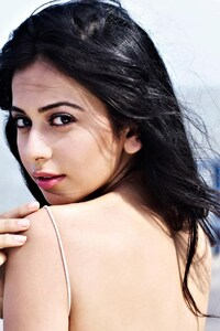 240x400 Rakul Preet Singh Backless