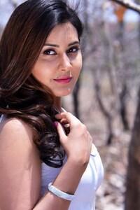 Rashi Khanna 4