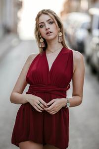 1080x2160 Red Clothing Blonde Girl 4k