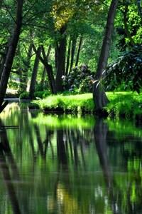 240x400 River Garden