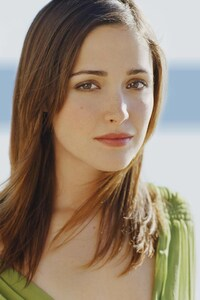 320x480 Rose Byrne Simple