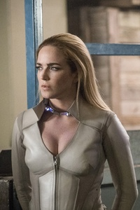 480x800 Sara Lance And Alex Denvers Legends Of Tomorrow Season 3 2017