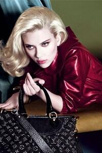 540x960 Scarlett Johansson In Red Dress