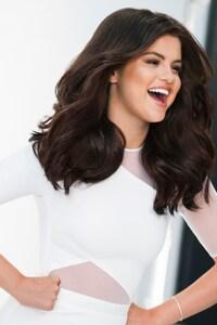 320x568 Selena Gomez 10