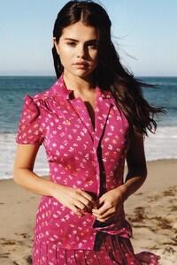 800x1280 Selena Gomez 19