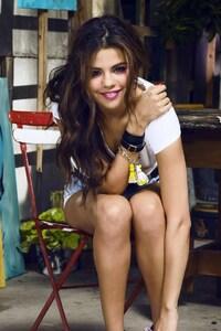 2160x3840 Selena Gomez 27