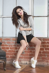 Selena Gomez Adidas Neo Summer 8k