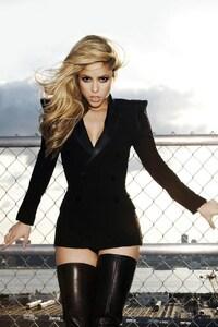 1280x2120 Shakira