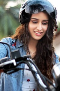 240x320 Shraddha Kapoor Very Cute