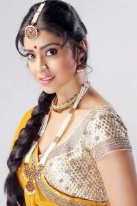 2160x3840 Shriya Saran 4
