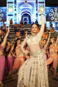Sonakshi Sinha 9