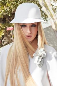 240x320 Sophie Turner Elle Magazine 2020 4k