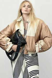 1242x2688 Sophie Turner Louis Vuitton 2021
