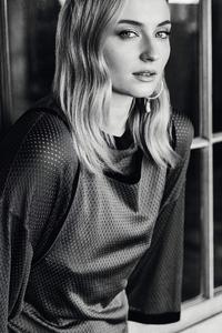 800x1280 Sophie Turner Monochrome 4k 2019