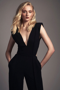 1242x2688 Sophie Turner New2020