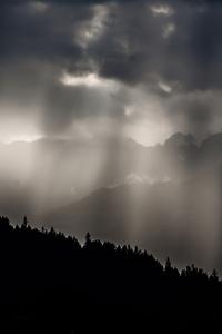 240x400 Sun Shining Through Clouds 5k