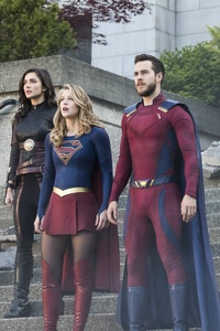 1080x2160 Supergirl Battles Lost And Won