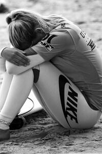 320x480 Surfing Girl