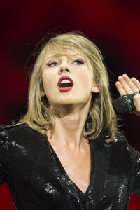 320x480 Taylor Swift 13