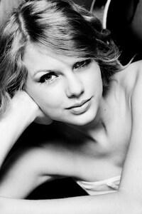 1242x2688 Taylor Swift 3