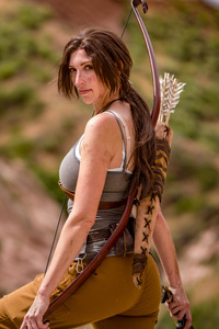 640x960 Tomb Raider Lara Croft Cosplay 5k