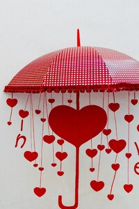 360x640 Umbrellas Drawing Heart