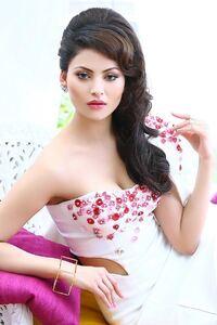 320x568 Urvashi Rautela Celebrity