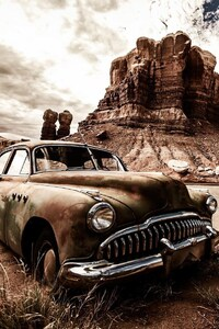 750x1334 Vintage Dusty Car