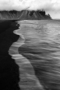 Waves Monochrome 5k