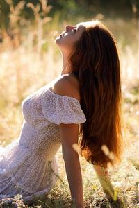 320x568 White Dress Hair Hanging Down Sunlight 4k