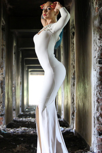 540x960 Woman In White Bodycon Maxi Dress