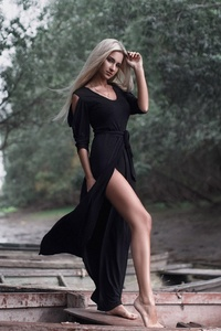 540x960 Women In Black Dress