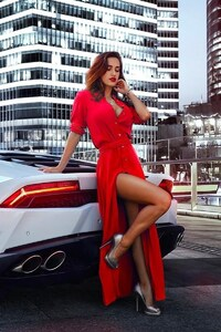1280x2120 Women With Car