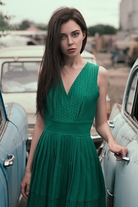480x854 Women With Cars In Green Dress