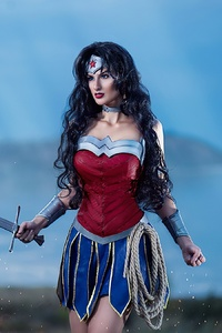 320x568 Wonder Woman Cosplay 2020