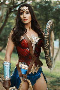 800x1280 Wonder Woman Cosplay 4k 2019
