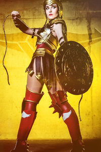 800x1280 Wonderwoman Cosplay