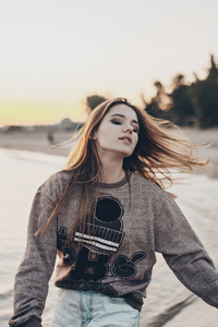 640x1136 Young Women Sweatshirt Beach Side 4k